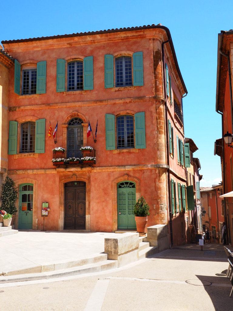 Couleurs Facades En Provence la ville la plus colorée du luberon : roussillon - provence home